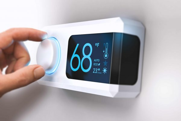 thermostat-home-energy-saving-P9XQH92-squashed